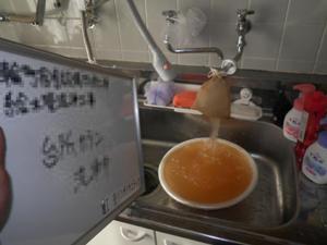 台所カラン 洗浄中