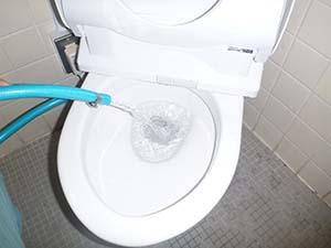 女子トイレ(給水管) 洗浄後