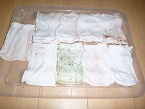 洗浄後のダスト袋の中  《給湯管から緑青がでました。》