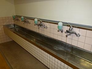 西側廊下の手洗い場 混合栓(給湯管) 洗浄後