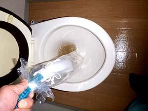トイレ(給水管)洗浄中