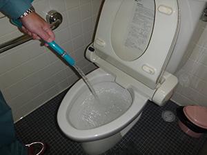 男子トイレ(給水管)   洗浄後