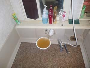 宅内:浴室(給水管) 洗浄中