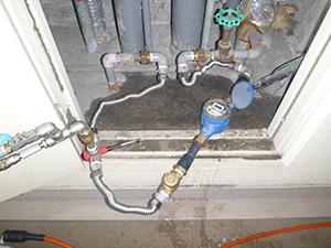 量水器の所に圧縮空気の打込口 設置